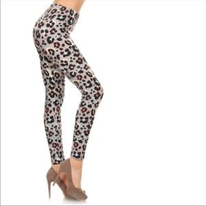 Pants - Animal print stretch leggings